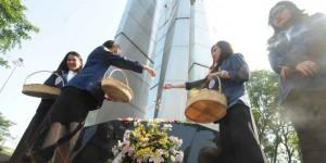 mengenang-12-mei-1998-mahasiswa-trisakti-upacara-tabur-bunga